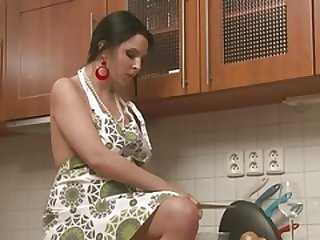 Fleshy babe in the kitchen established masturbating
