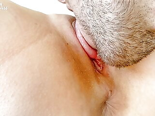 Close-up pussy Eating for my stepdaddy, massive orgasm !!!