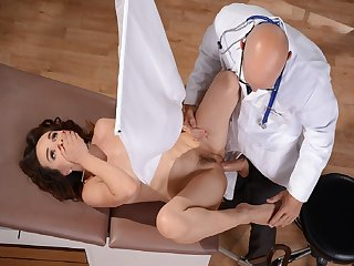 Cytherea cant see what doctor Sins doing to her pussy