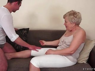 Young guy wants to eat out granny pussy