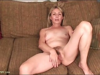 Hairy mature cunt is yummy in close up