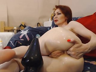 American Mommy Meiryr (49) Dildoing Her Butthole In Sofa