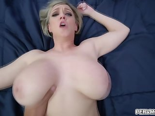 Dee Williams asks her stepson to fill her muff up