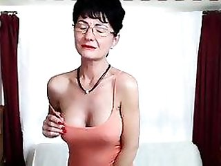 Beauty Big Tits Slut Makes Her Pussy Wet