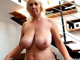 Kimi Mature Big Boobs bouncing