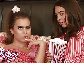 When Girls Play - Riley Reid Jill Kassidy - Lesbian Bed